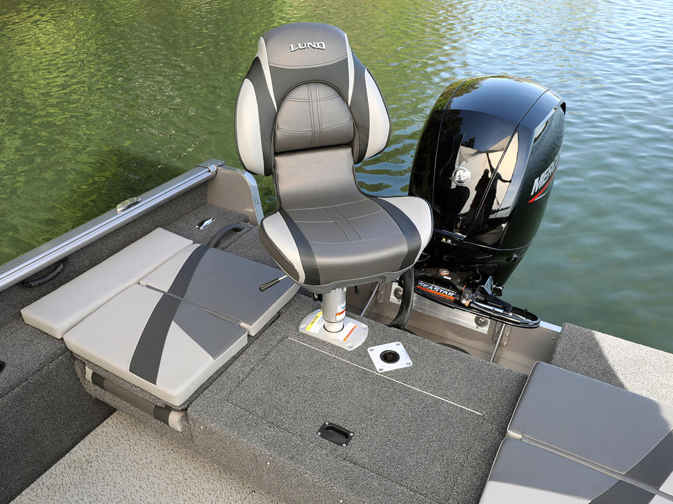 Impact XS Aft Deck with Seat (Shown with Optional Aft Deck Sun Pad)