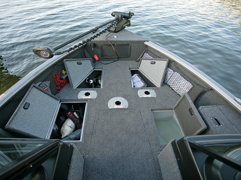 Impact-Bow-Deck-Storage-Compartments-and-Livewell-Open