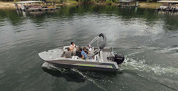 Lowe_Deck_Boat_Cruising_MY22