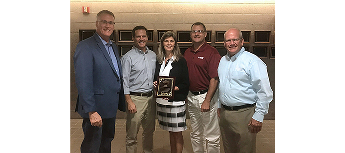 Lowe OwnerResources LOWE BOATS WINS LEBANON AREA CHAMBER OF COMMERCE LARGE BUSINESS AWARD