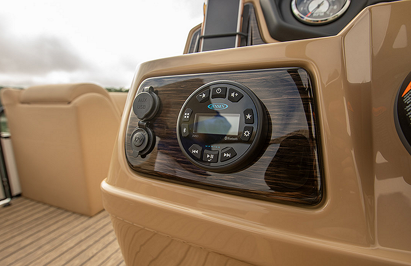 Lowe Boats SF214V Feature Image  4