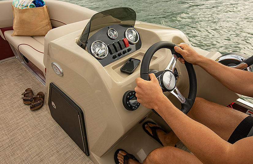 Lowe Boats UF202 Feature Image  1