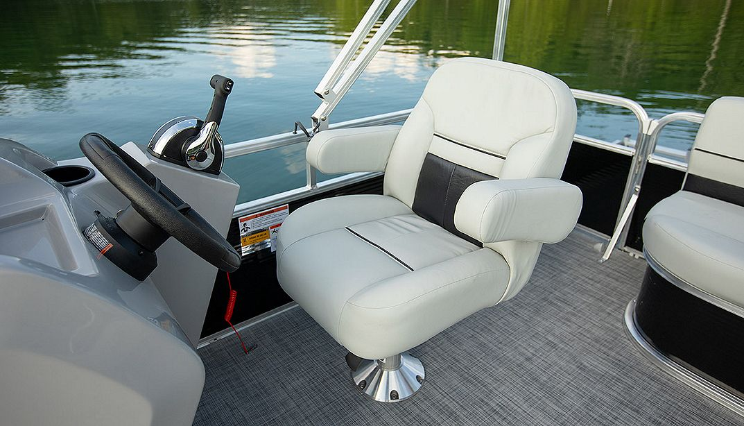 Lowe Boats UF202 Photo Gallery Image  9