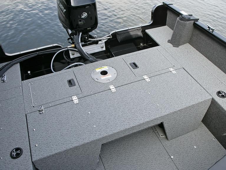 Rebel XL Sport-SS Aft Deck with Optional Flip Bench - Down