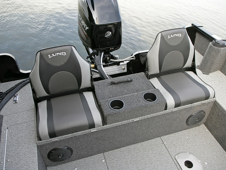 Rebel XL Sport-SS Aft Deck with Optional Flip Bench - Up with Seats Open
