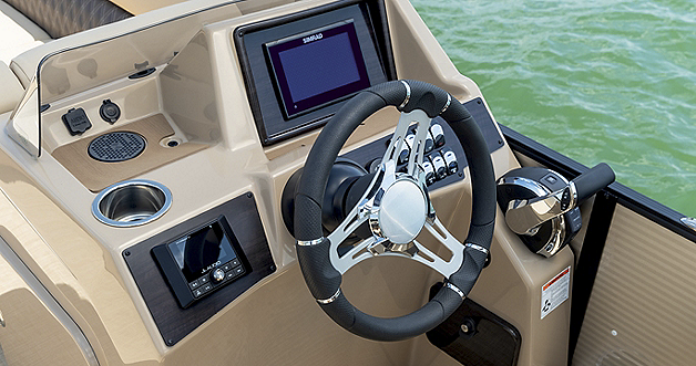 Sunliner Helm With Optional Simrad GO7 and Wireless Charger