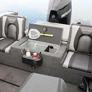 Tyee Optional Aft Deck Sun Pad with Jump Seats and Livewell Open
