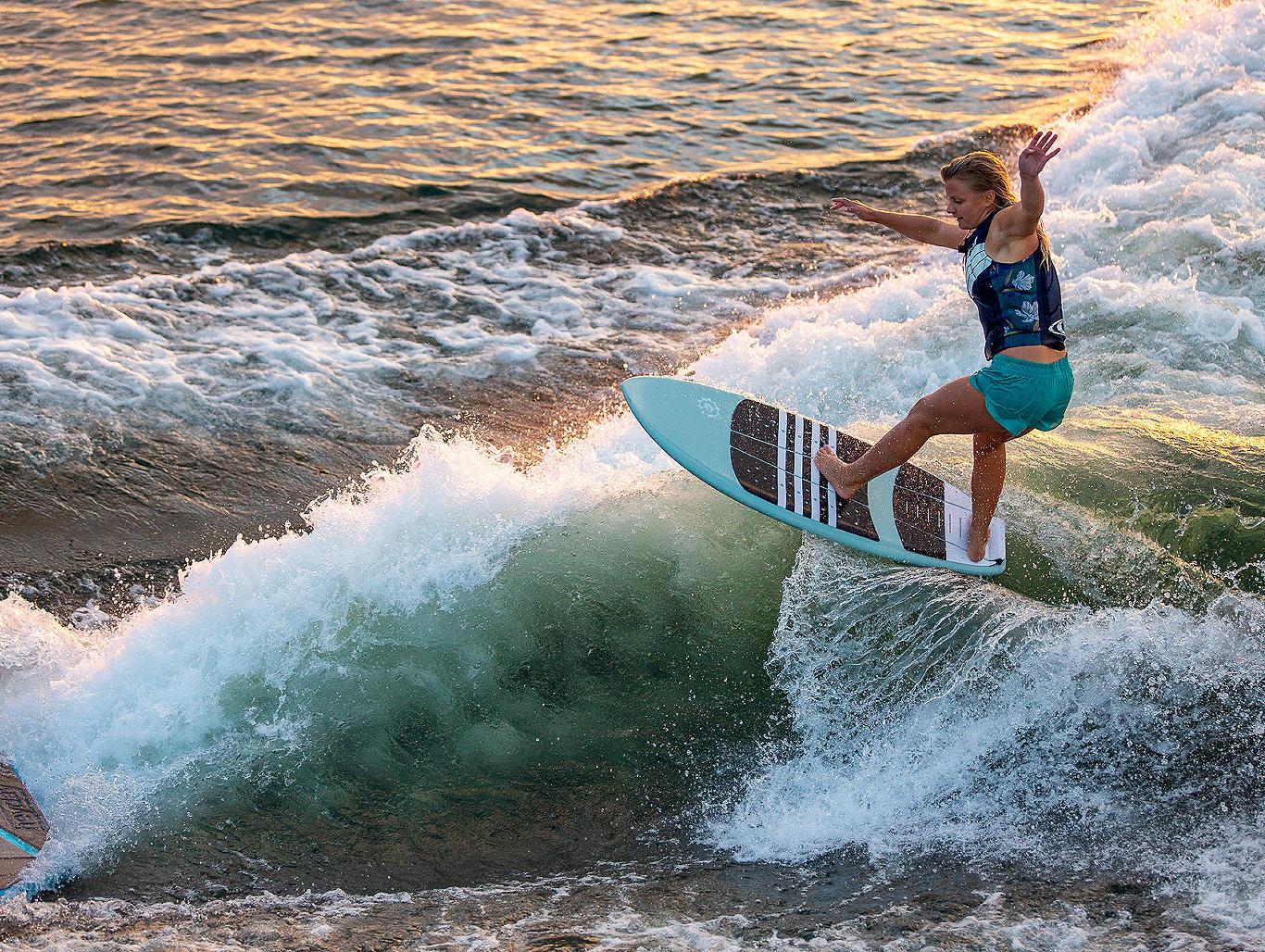 WT2-Carro-Surfing