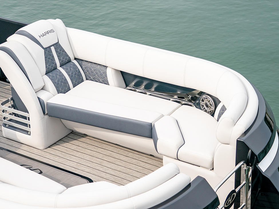 Grand Mariner 250 Port Bow Lounger in Moonlight Gray Pillowtop