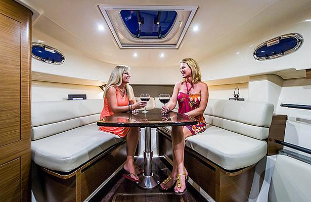 bw_gal3_345-conquest-interior-cabin-hangout