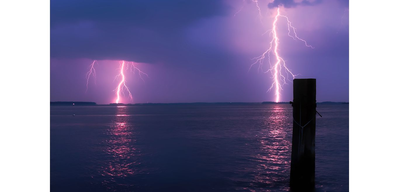 lightning_over_water_1024x768