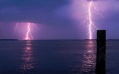 lightning_over_water_1024x768