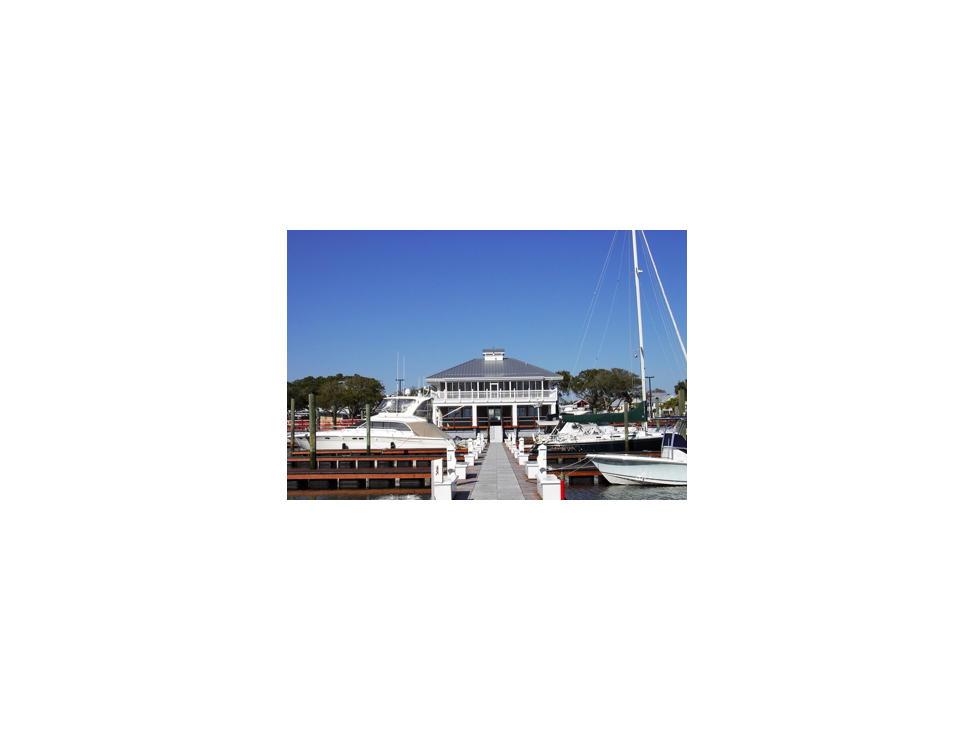 southport-freedom-boat-club-docks-at-southport-marina