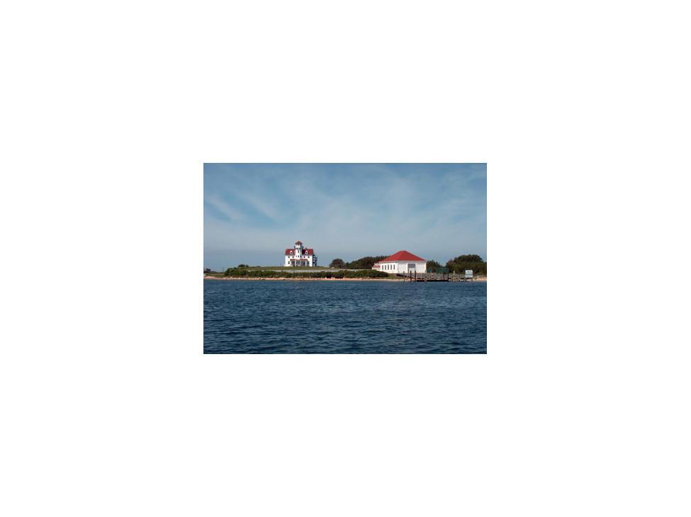warwick-the-warwick-lighthouse-near-the-brewer-yacht-yard-and-freedom-boat-club