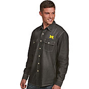 Antigua Men's Michigan Wolverines Long Sleeve Button Up Chambray Shirt