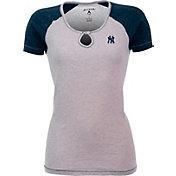 Antigua Women's New York Yankees White/Navy Crush T-Shirt