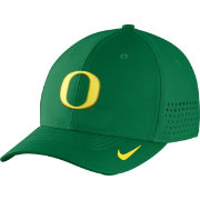 Nike Men's Oregon Ducks Green Vapor Sideline Swoosh Flex Hat