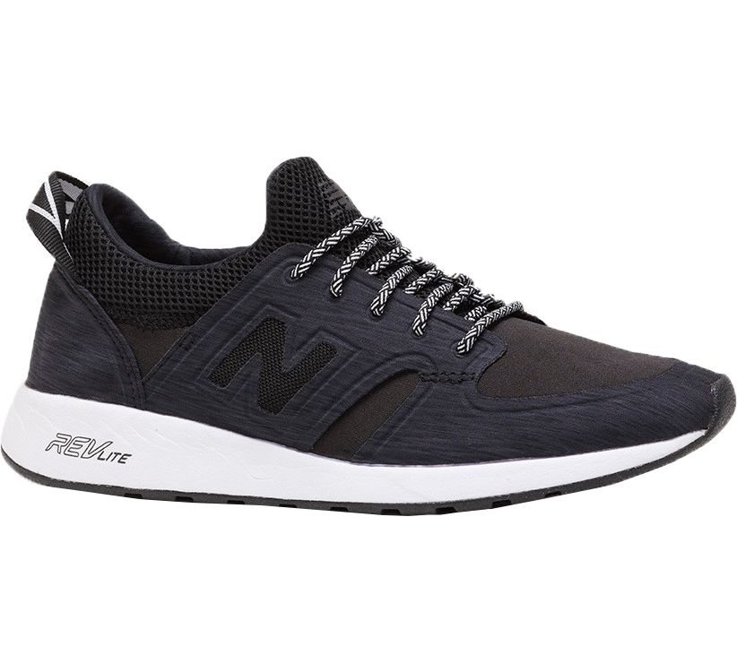 new balance woman 420 sneaker black