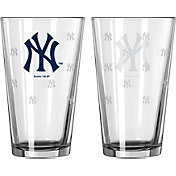 Boelter New York Yankees 16oz. Satin Etched Pint Glass