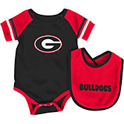 Colosseum Athletics Infant Georgia Bulldogs Red Roll-Out Onsie And Bib Set