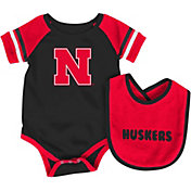 Colosseum Athletics Infant Nebraska Cornhuskers Red Roll-Out Onsie And Bib Set
