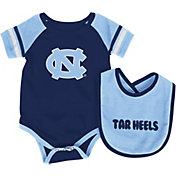 Colosseum Athletics Infant North Carolina Tar Heels Carolina Blue Roll-Out Onsie And Bib Set