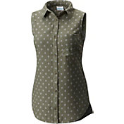 Columbia Women's Trail On Button Down Sleeveless Shirt