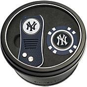 Team Golf New York Yankees Switchfix Divot Tool and Poker Chip Ball Marker Set