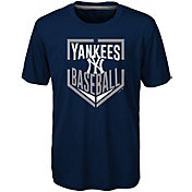 Majestic Boys' New York Yankees Dri-Tek Run Scored T-Shirt