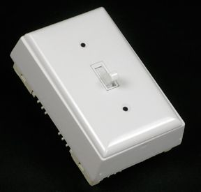 Kit dinterrupteur unipolaire/plaque/boîte blanc.