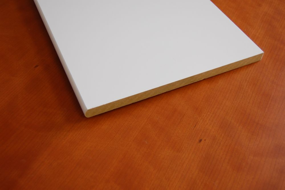 Tablette blanche en MDF à bord arrondi 5/8 po x 11-1/4 po x 72 po
