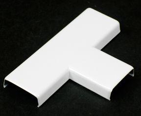 Raccord en T blanc.