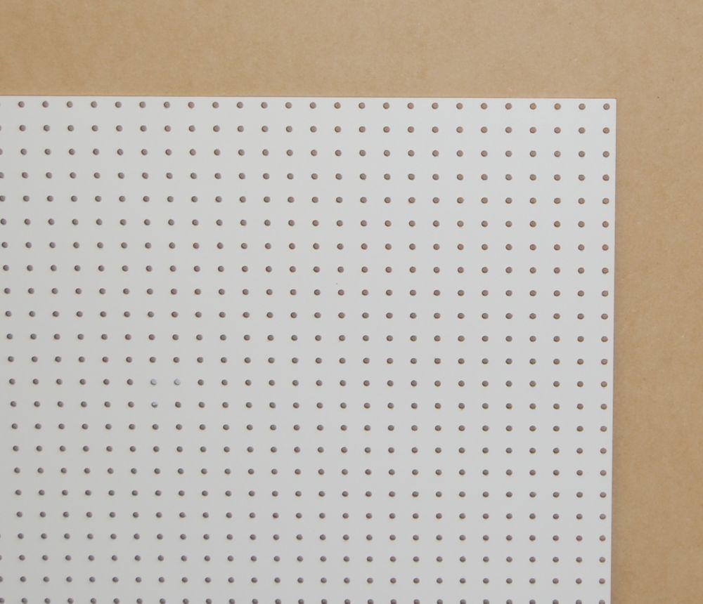 Panneau perforé blanc 1/4po 2pi. X 4pi.