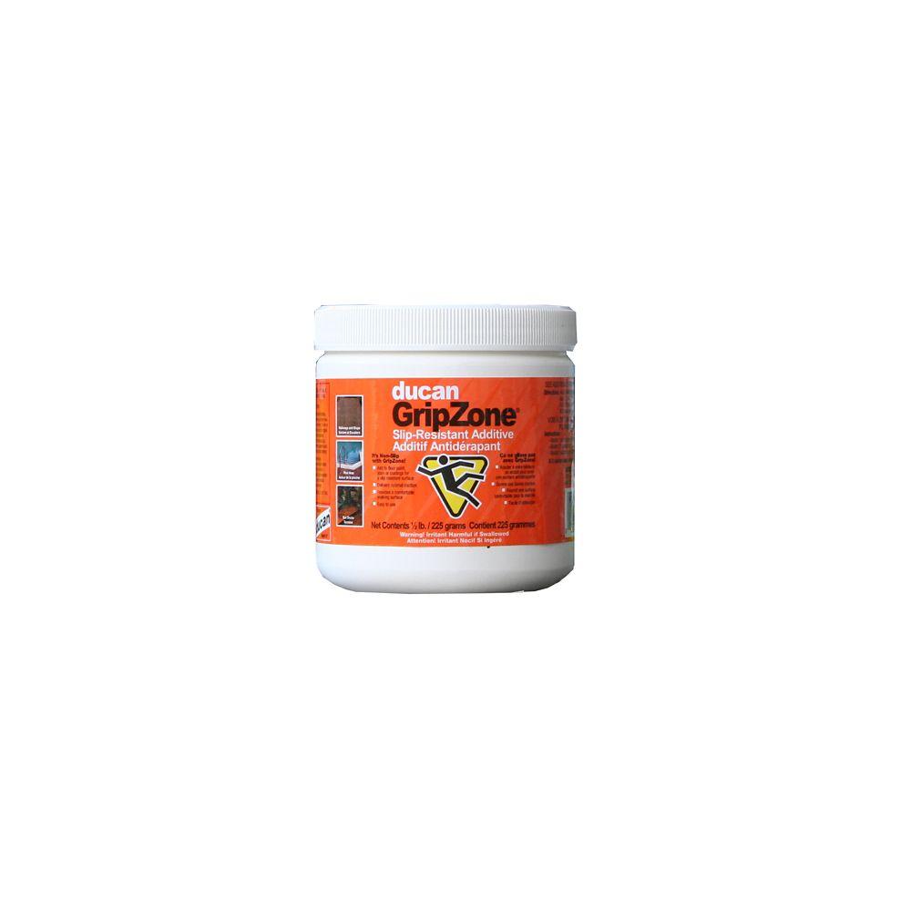 L'additif antidérapant est formulé de billes de polymère.