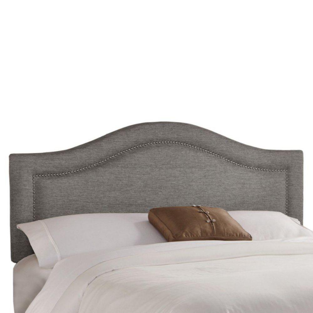 Tête de très grand lit étroit en tissu métallique de ton étain enjolivée de têtes de clous en éta...