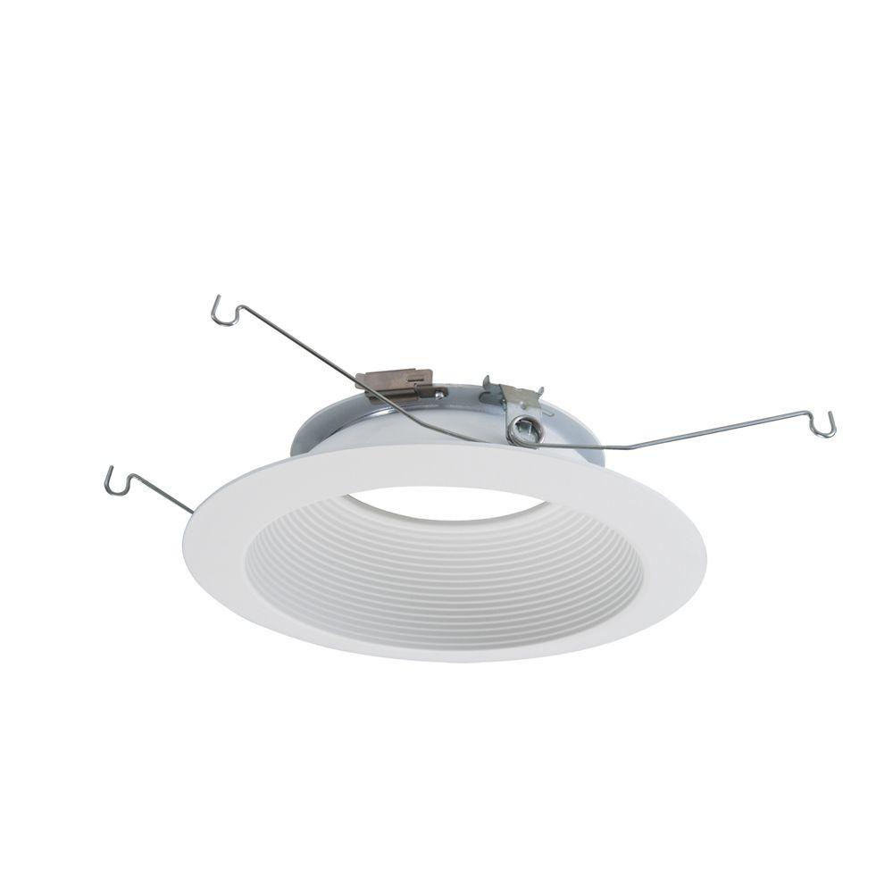 Garniture Halo de 6 po pour éclairage direct à DEL, déflecteur blanc avec garniture décorative bl...