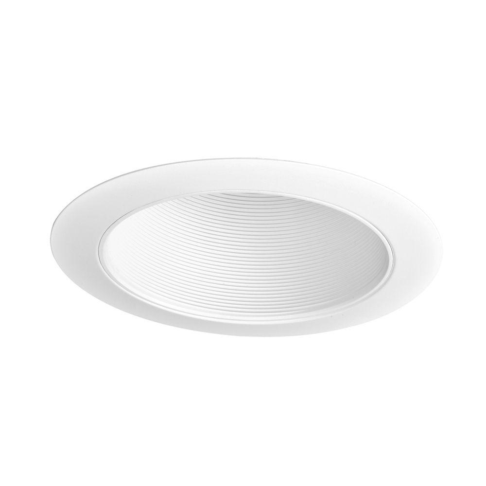 Garniture de 6 po pour plafonds en pente, déflecteur blanc avec garniture décorative blanche