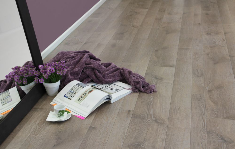 Home Decorators Collection Multi-W Oak Chateau 8mm Thick x 16-inch W x 47-inch L Laminate Flooring