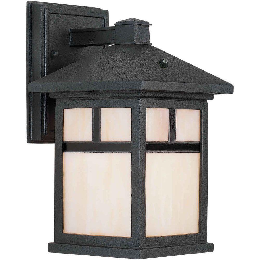 lumière fixée au mur avec abat-jour de spécialité couleur en noir