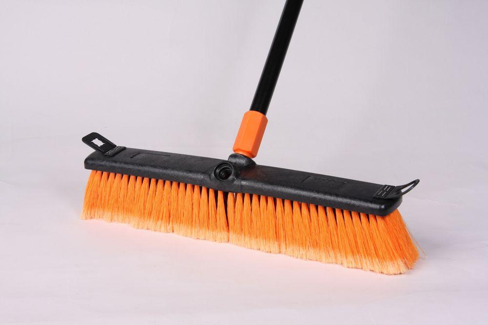 Surface rugueuse poly balai de 45.72cm, noir / orange, 45.72 cm