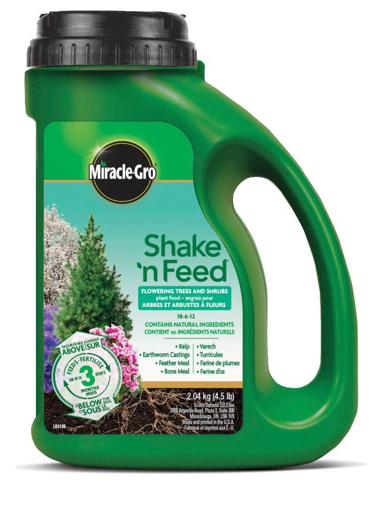 Miracle-Gro<sup>®</sup> Shake 'n Feed<sup>®</sup> Flowering Trees & Shrubs 18-6-12 2.04 kg