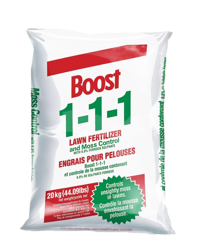 Engrais pour pelouses Boost 1-1-1 et controle de la mousse contenant 9.8 % de sulphate ferreux