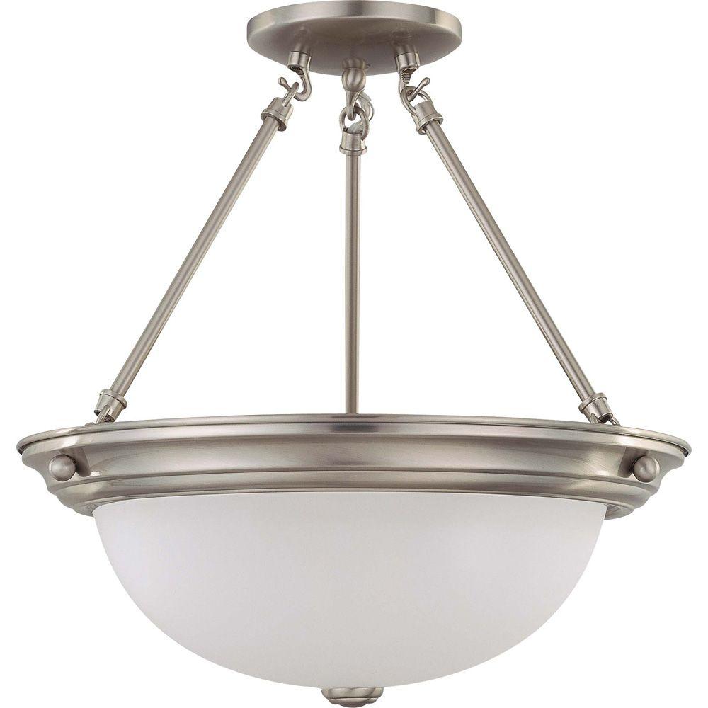 Plafonnier à trois ampoules avec abat-jour givré, finition de spécialité