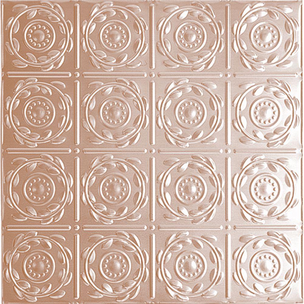 Carreau de plafond en acier plaqué cuivre à motif répété aux 6 pouces et installation clouée 2 pi...
