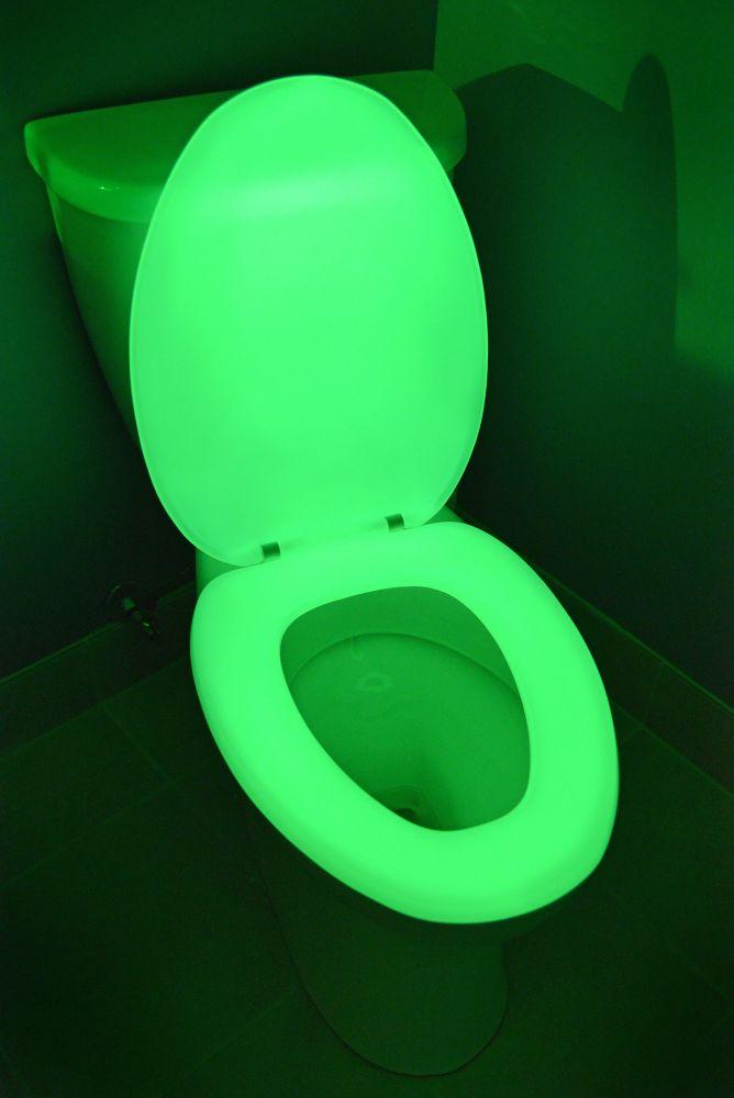 Night Glow 600 Elongated Glow in the Dark Toilet Seat in Green