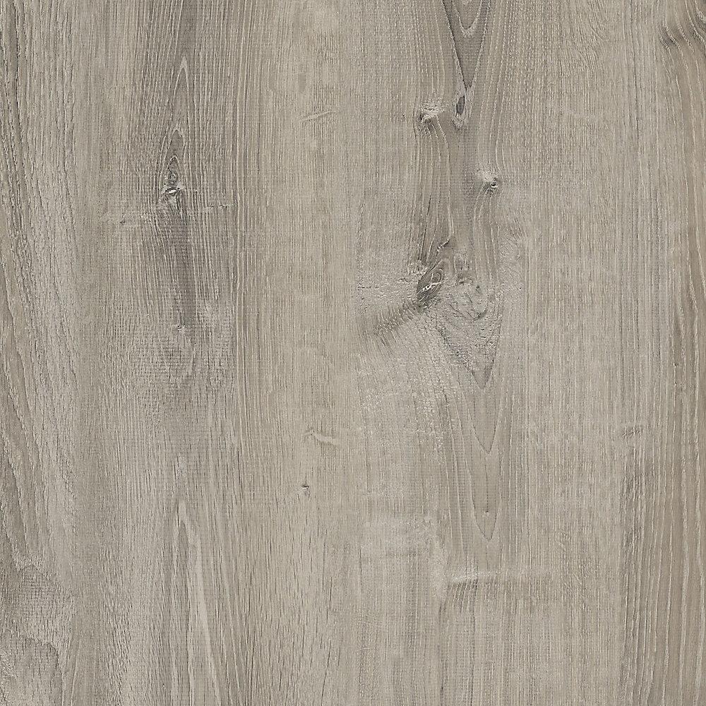 Plancher de vinyle de luxe en planches de chêne fumé verrouillable de 8,7 po x 47,6 po (20,06 pi2 / caisse)
