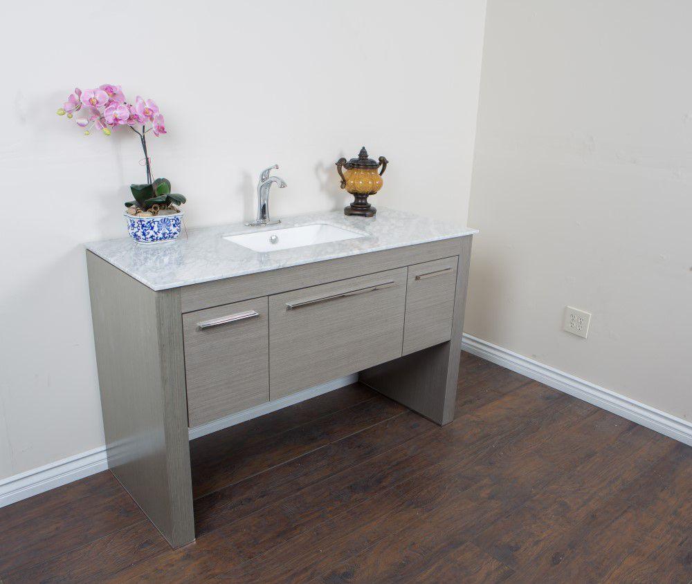 Meuble-lavabo taupe de 55,3 po avec comptoir en marbre blanc