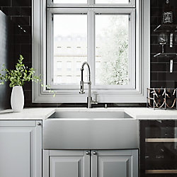 VIGO Ensemble d'évier de cuisine tout-en-un en acier inoxydable de 30 po Camden de , comprenant un robinet au fini acier inoxydable Edison, une grille, une crépine et un distributeur de savon