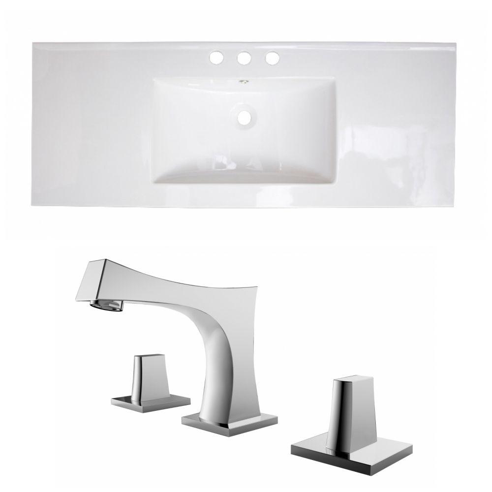 40-in. W x 18 po. D Céramique Top Set In White Couleur Avec 8-in. O.C. Robinet CUPC