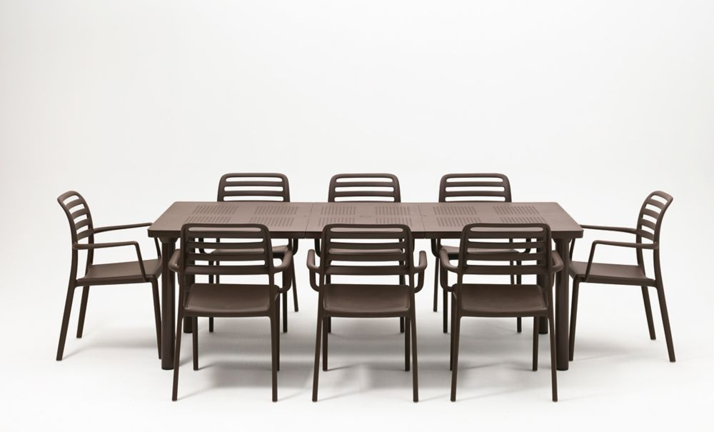 Libeccio Extendable Outdoor Dining Table With 8 Costa Armchairs in Café